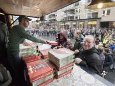 New York Pizza in Nijverdal heeft smaak te pakken en deelt opnieuw gratis pizza's uit