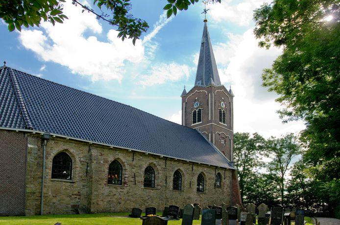 Grafzerken bij de kerk van Wieuwerd. Een deel van het veld is leeg, omdat niemand uit het dorp daar wil worden begraven.