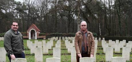 Kaarslicht bij oorlogsgraven in Overloon als eerbetoon
