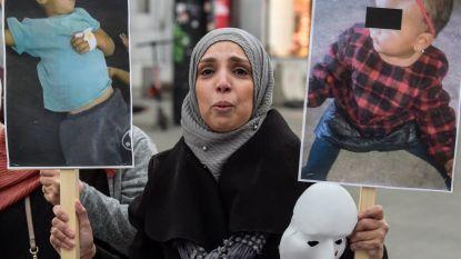 """Moeders van IS-strijders demonstreren in Brussel: """"Breng onze kleinkinderen terug, zij hebben niets misdaan"""""""