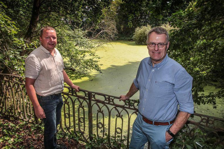 """Peter Silverans en Herwig Callewier van Beltrami, op een archiefbeeld toen een onderzoek had uitgewezen dat er zich heel waardevolle natuur had ontwikkeld. """"We willen niet het imago krijgen dat we tégen de natuur zijn."""""""