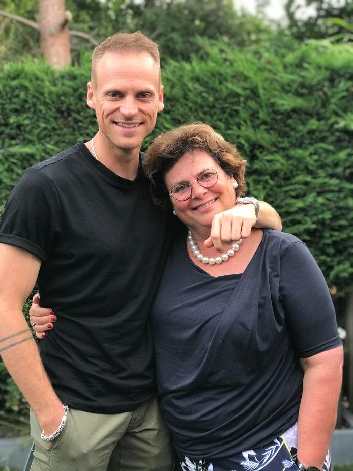 Giel de Winter met zijn m oeder, Annemieke de Groot