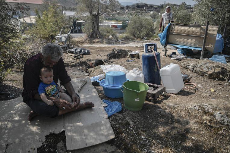 Vlakbij het verwoeste kamp Moria, zondag 13 september. Beeld Hollandse Hoogte / AFP