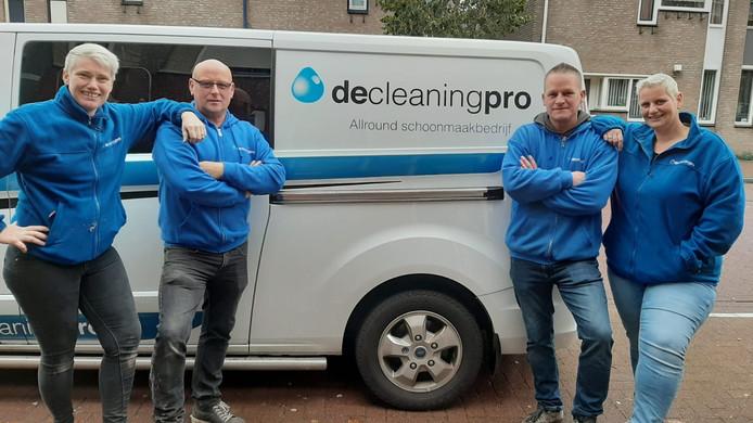 Schoonmakersteam dat de handgranaat in Roosendaal ontdekte.