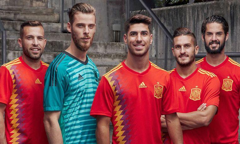 Spelers van de Spaanse nationale ploeg in hun nieuwe tenue voor thuismatchen.