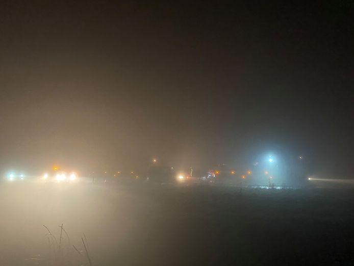 Het zicht is beperkt op oudejaarsavond. Op de A28 bij Ermelo waren meerdere voertuigen betrokken bij een kettingbotsing.