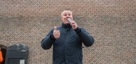 Zanger Marco doet een tournee langs Woerdense zorginstellingen: 'Mensen genieten er echt van'