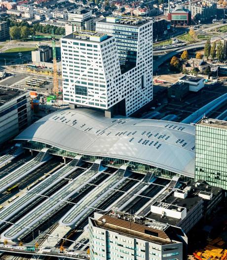 NS wil boven spoor Utrecht, Den Haag en Sloterdijk bouwen en met opbrengst  stations opknappen