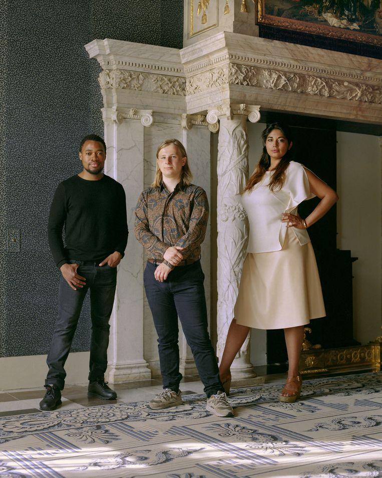 Neo Matloga (l), Sam Hersbach (m), Raquel van Haver (r) in het Koninklijk Paleis Amsterdam. Beeld Gilleam Trapenberg