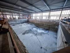 'Gat in dak zwembad Etten-Leur, maar geen paniek'