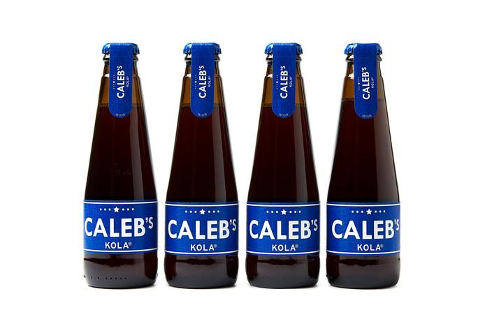 De flessen met het winnende 3D-etiket van drukkerij Eshuis uit Dalfsen.