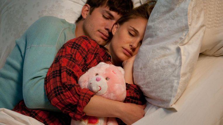 Natalie Portman en Ashton Kutcher in No Strings Attached (Ivan Reitman, 2011). Beeld null