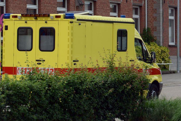 Hij werd  met de ziekenwagen overgebracht Gasthuisberg.