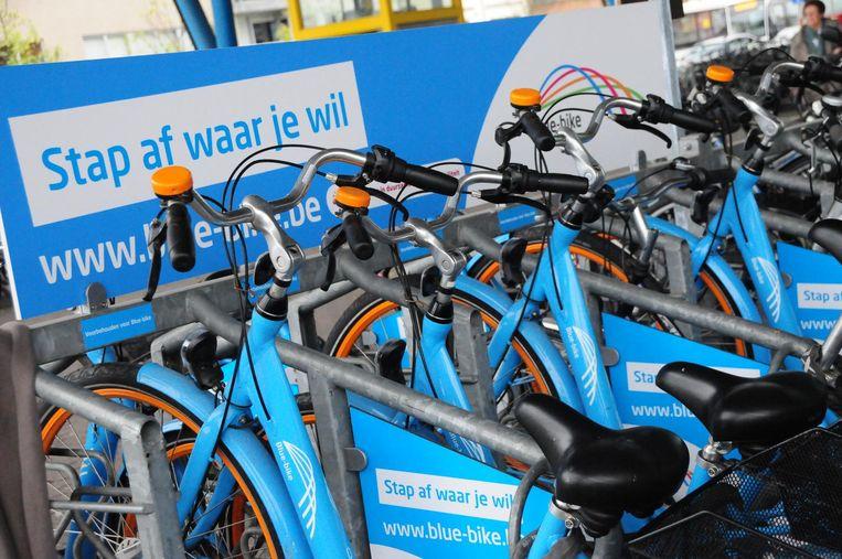 Een voorbeeld van een Blue-bikepunt waar je de blauwe fietsen kan ontlenen.