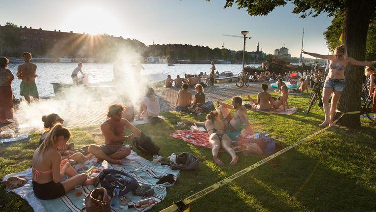 Wat doe jij met zomers weer in de stad? Beeld Mats van Soolingen