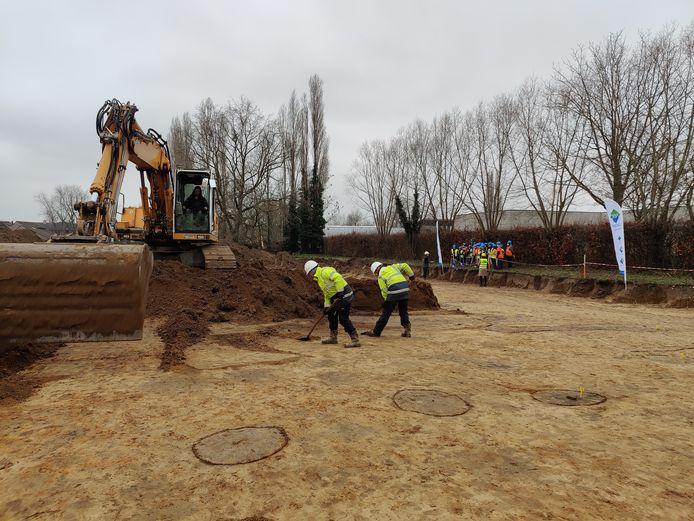Het archeologisch onderzoek in de Eikenlaan is volop aan de gang.