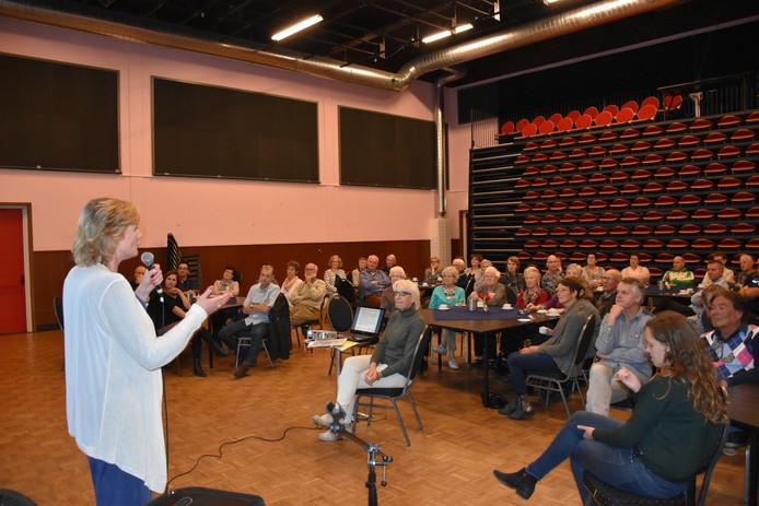 Ingeborg Verschuuren informeert de Venhorstenaren over het congres.