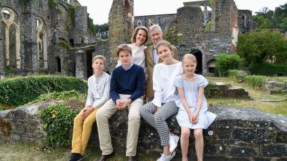 FOTO's: Filip, Mathilde en de kinderen bezoeken abdij Villers-la-ville