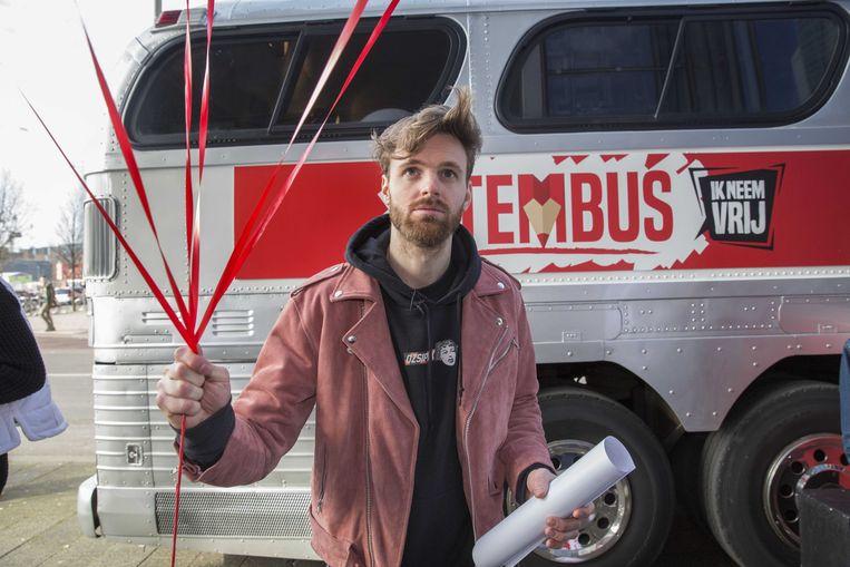 De Stembus, het initiatief van onder andere BNN-presentator Tim Hofman, moest meer jongeren aan het stemmen krijgen.  Beeld ANP