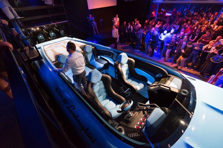 Een zicht op de zetels voor de kapitein en de passagiers.