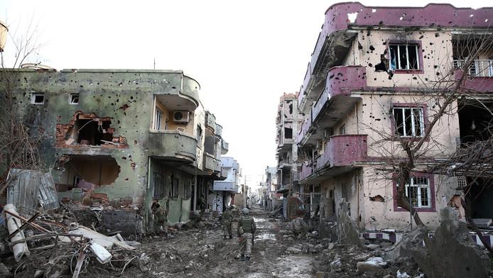 Beschadigde huizen in Cizre.