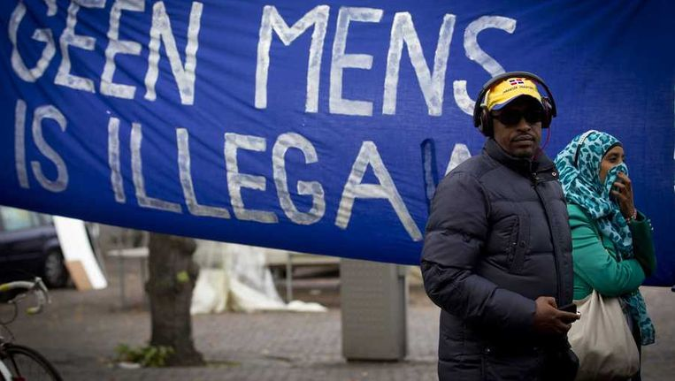 Asielzoekers demonstreren op het Plein waar de Tweede Kamer vergadert over het vreemdelingenbeleid. (oktober 2013) Beeld anp