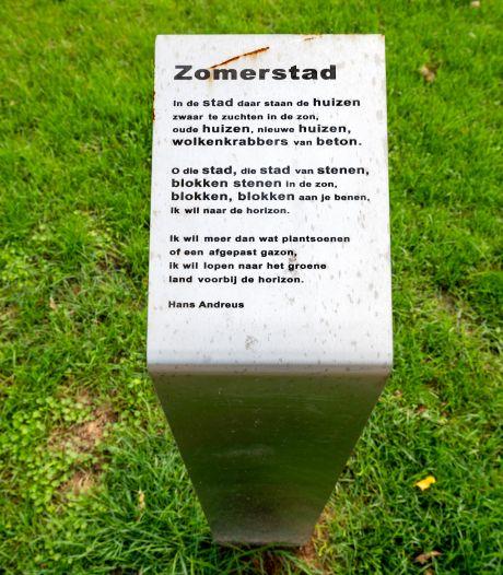 Bijzondere gedichten tussen bijzondere bomen in Galamapark Elst