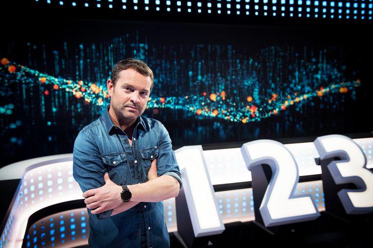 'Switch' met Adriaan Van den Hoof komt wat vroeger op televisie.