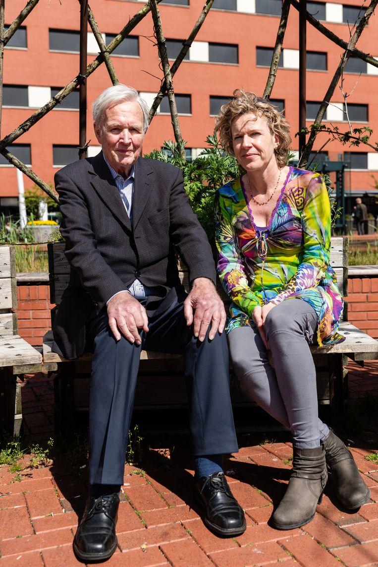 Schrijver Jan Terlouw en wetenschapper Janka Stoker komen samen om het te hebben over (vrouwelijk) leiderschap.  Beeld Katja Poelwijk