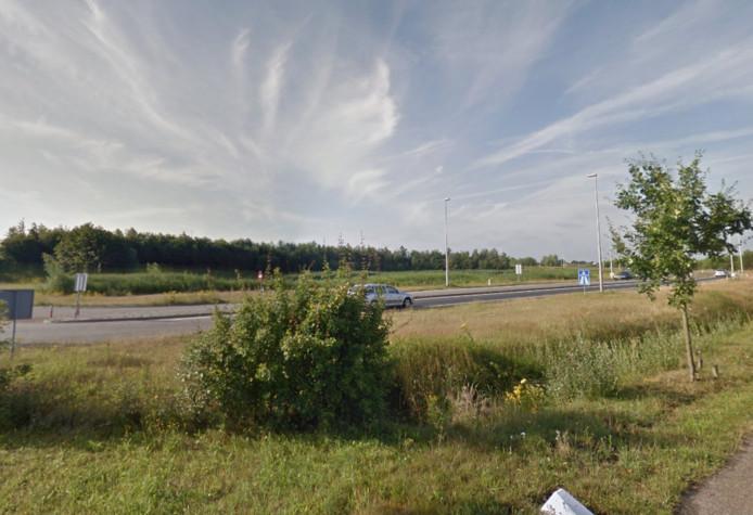 Deze haakse bocht voor de Udense oprit naar de A50 richting Eindhoven wordt ruimer gemaakt.