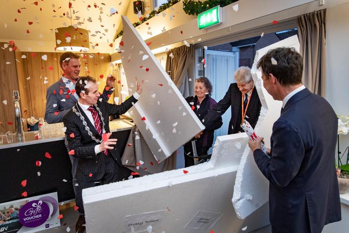 Door de tempexmuur: het vernieuwde gasthuis St. Jan de Deo is geopend.  Foto Bert Beelen