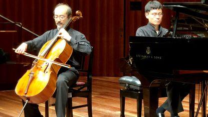Japanse cellist treedt op tijdens feestelijk Servaisconcert in raadzaal stadhuis Halle