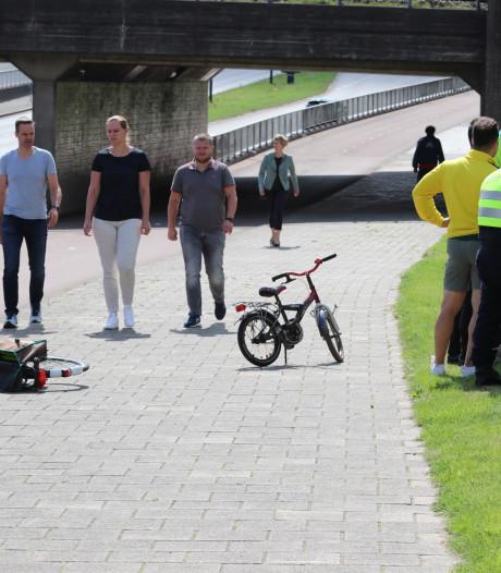 Fietsend kind naar ziekenhuis na val net voor 'Tunnel' in Apeldoorn