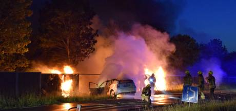 Dode bij zwaar ongeluk in Zierikzee, auto vliegt in brand na botsing
