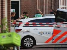 Neergeschoten Hagenaar (34) die met hakbijl twee mensen aanviel ligt zwaargewond in ziekenhuis