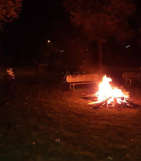 Jongeren stichten brandje in Wezep, slaan op de vlucht en laten spullen achter