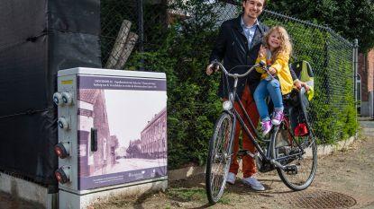 Nutskasten gepimpt met historische afbeeldingen: ontdekt ze tijdens bijzondere fietstocht