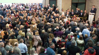 Zelfs grootste zaal van Kruisem te klein voor eerste nieuwjaarsreceptie van de nieuwe fusiegemeente: 1.487 aanwezigen