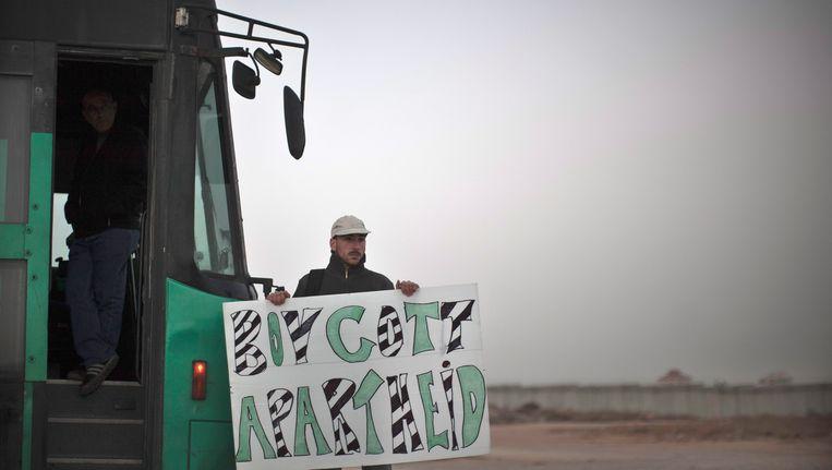 Een activist demonstreert tegen de door Israël ingestelde 'apartheid' Beeld EPA