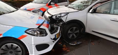 Man met drugs in auto rijdt bovenop politiewagen tijdens achtervolging in Waalre, twee agenten gewond