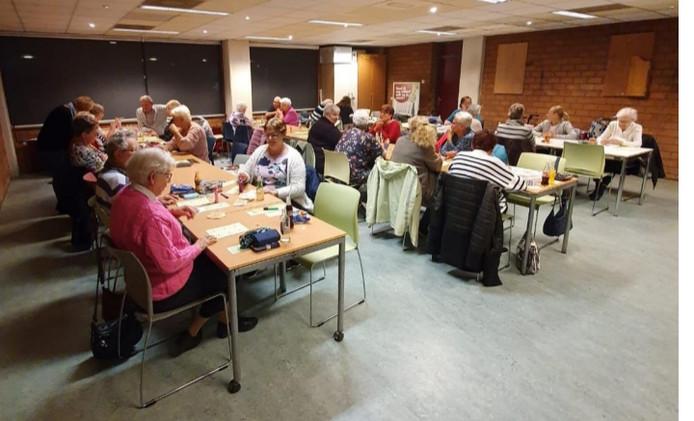 Bij de bingo in het buurthuis zou om grote geldbedragen worden gespeeld, zeggen leden van de Volkspartij.
