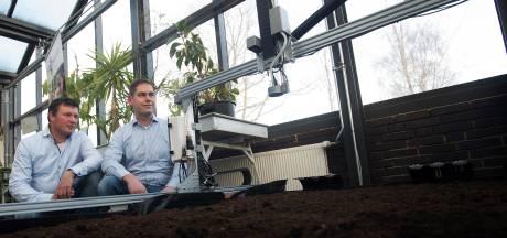 Deze robot zaait en bewatert moestuin in klaslokaal