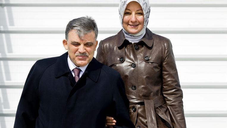 De Turkse president Abdullah Gul arriveert samen met zijn echtgenote Hayrunissa Gul op Schiphol. Beeld anp