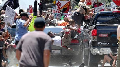 Rellen in Charlottesville eisen 3 mensenlevens, 30 anderen gewond