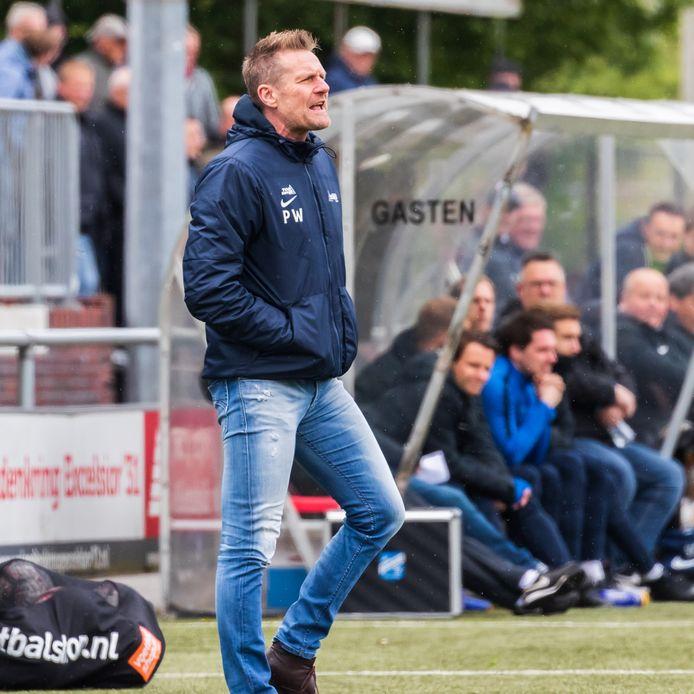 De eerste wedstrijd van Peter Wesselink als coach van DVS'33 leverde meteen een fraaie overwinning op.