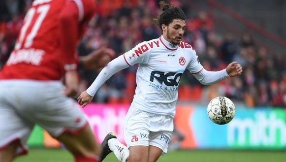 Elohim Rolland blesseerde zich zondag in de wedstrijd bij Standard.