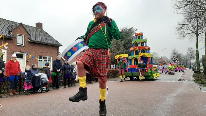Schots en scheef, deze creatie van carnavalsvereniging Tzizat.