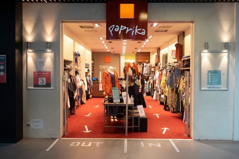 ook in de winkels zelf staan pijlen om eenrichtingsverkeer te creëren.