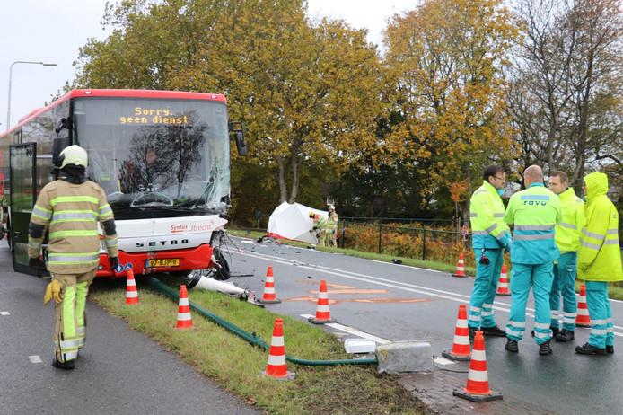 De bus is zwaar beschadigd.