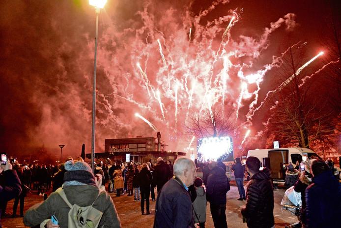 Nieuwjaarsnacht in Den Haag: de politie heeft de handen vol.
